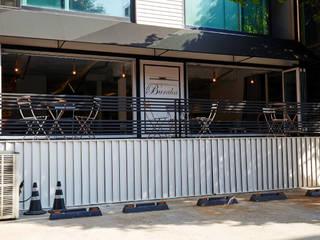 Cafe Buraha: ARTEFACT의  바 & 카페
