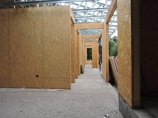 Couloir et hall d'entrée de style  par ATELIER3, Rural