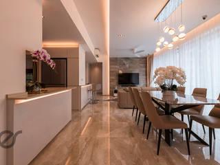 Design & Build: Melrose Condominium: modern Living room by erstudio Pte Ltd