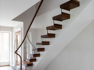 6034 - Walnut Semi Cantilever Bisca Staircases Scale Legno massello Effetto legno