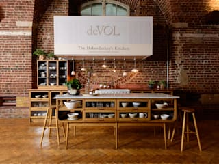 deVOL Kitchens Classic style kitchen Solid Wood Brown