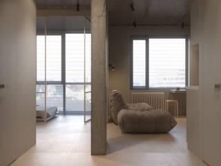 NK2: Гостиная в . Автор – KDVA Architects, Минимализм