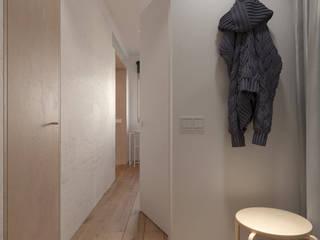 NP62: Коридор и прихожая в . Автор – KDVA Architects