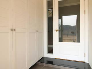 Corridor & hallway by Design Mind Mirae