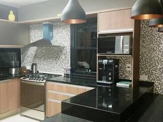 Cozinha Integrada com a sala por Erlon Tessari Arquitetura e Design de Interiores Moderno