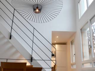 Séjour / salle à manger / escalier: Salle à manger de style de style Moderne par A comme Archi