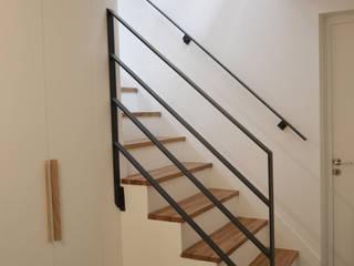 Entrée / escalier: Escalier de style  par A comme Archi