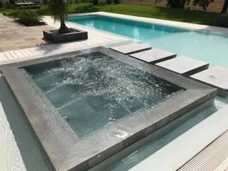 Kolam renang infinity oleh Surpool - Diseño de Espacios de Agua, Modern