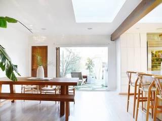 Modern dining room by Phương Đàm Modern