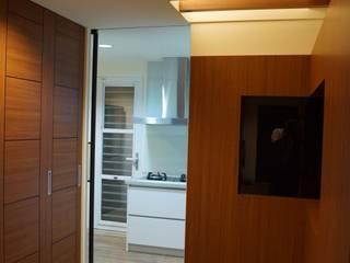 老屋修繕 利佳室內裝修設計有限公司 現代風玄關、走廊與階梯