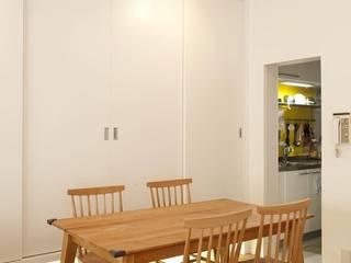 シンプルで木の温もりを感じるお家: 株式会社スタイル工房が手掛けたです。
