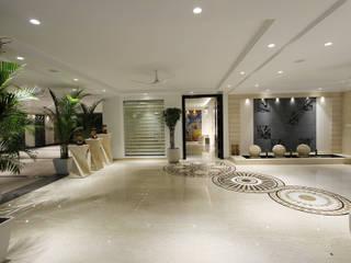 Árhat Villa:  Corridor & hallway by Conarch Architects