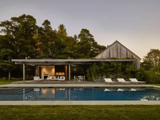 Pool im grüne Pools im Landhausstil von Ecologic City Garden - Paul Marie Creation Landhaus