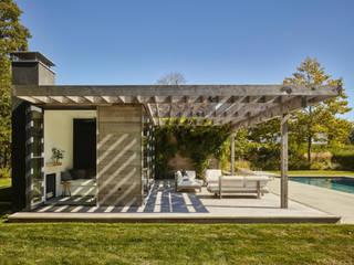 Balcones y terrazas rurales de Paul Marie Creation Garden Design & Swimmingpools Rural