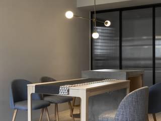 Comedores de estilo minimalista de 湜湜空間設計 Minimalista