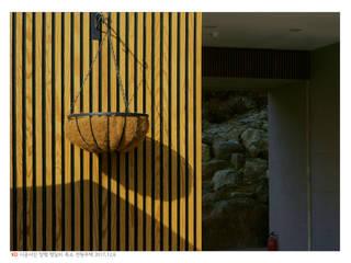 KD탄화목 Thermowood 외장재 시공현장 / 양평 전원주택 (1) 컨트리스타일 주택 by 케이디우드테크 컨트리