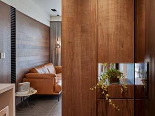 12 坪木質小公寓 現代風玄關、走廊與階梯 根據 SECONDstudio 現代風