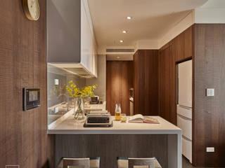12 坪木質小公寓 根據 SECONDstudio 現代風