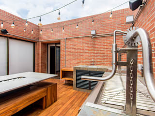 ARCE S.A.S Minimalist balcony, veranda & terrace Bricks Brown
