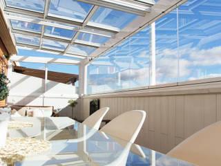 モダンデザインの テラス の Fraimar Aluminios S.L. モダン
