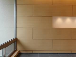 Couloir et hall d'entrée de style  par MAアーキテクト一級建築士事務所