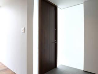 神野の住宅 モダンスタイルの 玄関&廊下&階段 の MAアーキテクト一級建築士事務所 モダン