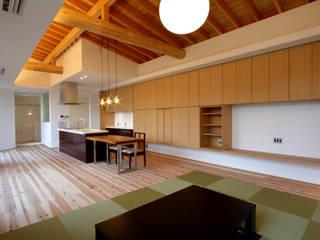 大阪・枚方「オクタゴン」新築コートハウス: CN-JAPAN/藤村正継が手掛けたリビングです。