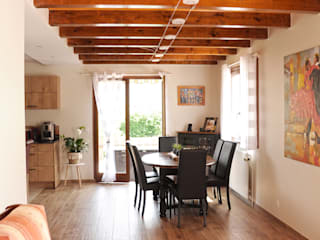 Rénovation salon & salle à manger:  de style  par Optiréno