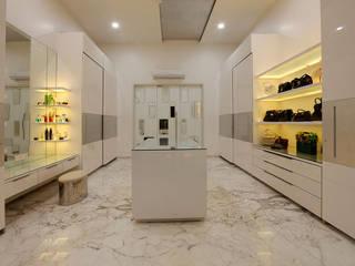 Nemi Villa Modern dressing room by Innerspace Modern