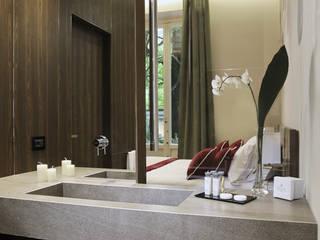 Baños de estilo moderno de Studio Vesce Architettura Moderno