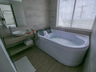 Modern Bathroom by construcciones y soluciones integrales s.a.s Modern