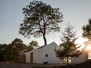 Country house by EMA Espacio Multicultural de Arquitectura