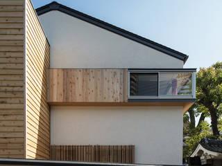 願正会鶴見学園保育園: 乗松得博設計事務所が手掛けた壁です。