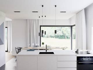 Parterowy dom: styl , w kategorii  zaprojektowany przez NUKO STUDIO