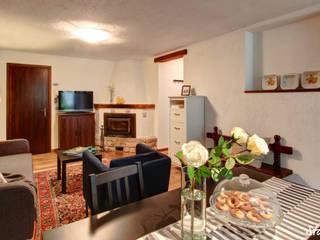 Livings modernos: Ideas, imágenes y decoración de staged interiors Moderno