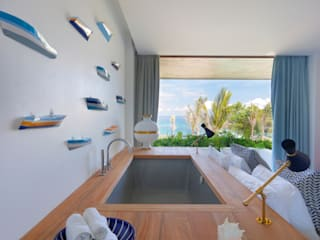 Seascape Bedroom with a bathtub: tropical Bedroom by Word of Mouth House
