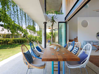 Seascape Villa Tropical style dining room by Word of Mouth House Tropical