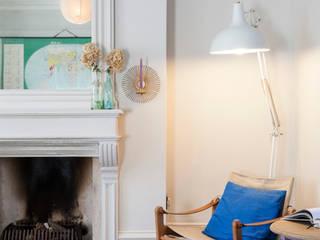 Salon de style  par Imperfect Interiors,