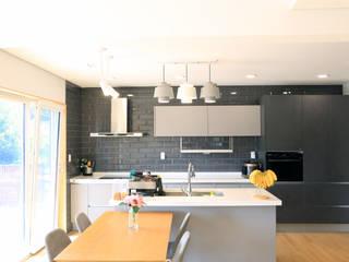 심플하고 내츄럴한 디엘건축의 크리에이트 신규모델: (주)디엘건축의  주방