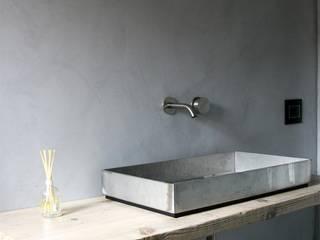 CODICE INSOLITO Minimalist bathroom