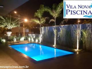 Piscina completa com paisagismo por Vila Nova Piscinas Moderno
