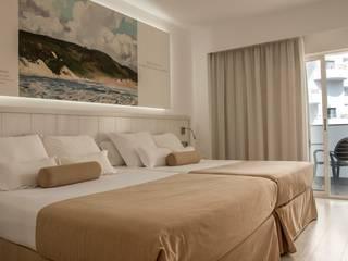 interior dormitorio : Dormitorios de estilo  de TRAZOS D´INTERIORS