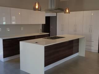 現代廚房設計點子、靈感&圖片 根據 JFS Interiors 現代風