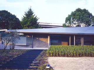 スタインウエイ フルサイズ グランドピアノのある住まい:吉備の家 モダンな 家 の JWA,Jun Watanabe & Associates モダン