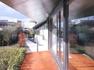 グランドピアノのある住まい:吉備の家: Jun Watanabe & Associatesが手掛けた窓です。