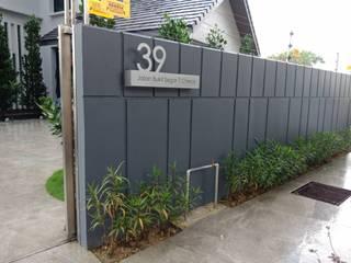 Landscape Design & Build - Bukit Segar, Cheras, Kuala Lumpur:  Front yard by Hadid Design Group,