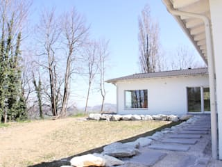 CASA IN LEGNO PESARO: Casa di legno in stile  di CasaAttiva