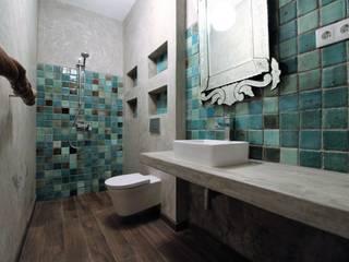 Baños de estilo mediterráneo de Atelier Ana Leonor Rocha Mediterráneo