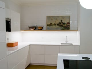 Kitchen units by Tangerinas e Pêssegos - Design de Interiores & Decoração no Porto
