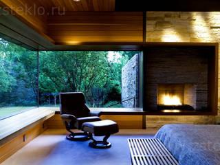 Dormitorios de estilo industrial de Zстекло Industrial